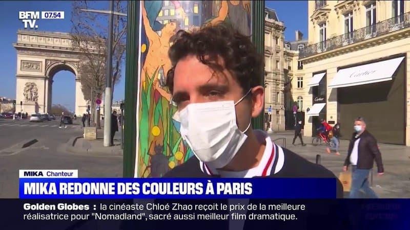 """Mika installe des œuvres d'art dans les colonnes Morris pour """"redonner des couleurs à Paris"""""""