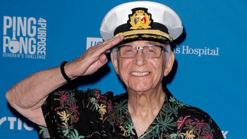 """Mort à 90 ans de l'acteur Gavin MacLeod, capitaine de """"La croisière s'amuse"""""""